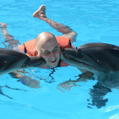 Šarmelšeiha. Pelde ar delfīniem.